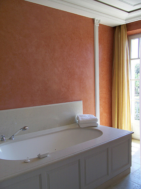 Stucco ocre rouge